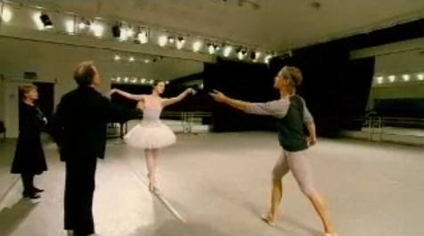 Anthony Dowell and Antoinette Sibley rehearse Rupert Pennefather and Lauren Cuthbertson. Royal Ballet © 2006