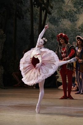 Alina Cojocaru as Aurora in Mariinky's 1890 Sleeping Beauty. Photo: Natasha Razina ©. Source: Ballet-dance.com