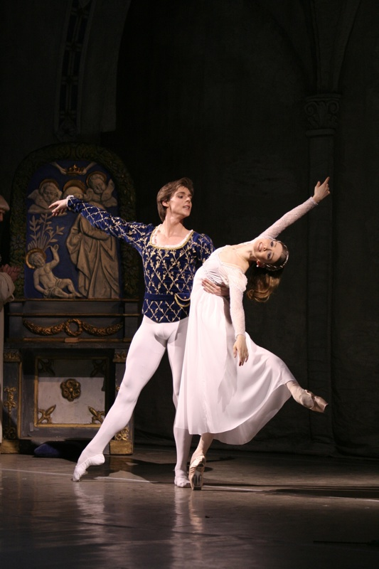 Mariinsky's Vladimir Shlyarov and Yevgenia Obraztsova in Lavrovsky's Romeo and Juliet. Photo: Natalia Razina / Mariinsky Theatre ©